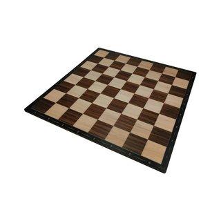 Schach- und Mühlebrett mit Figuren